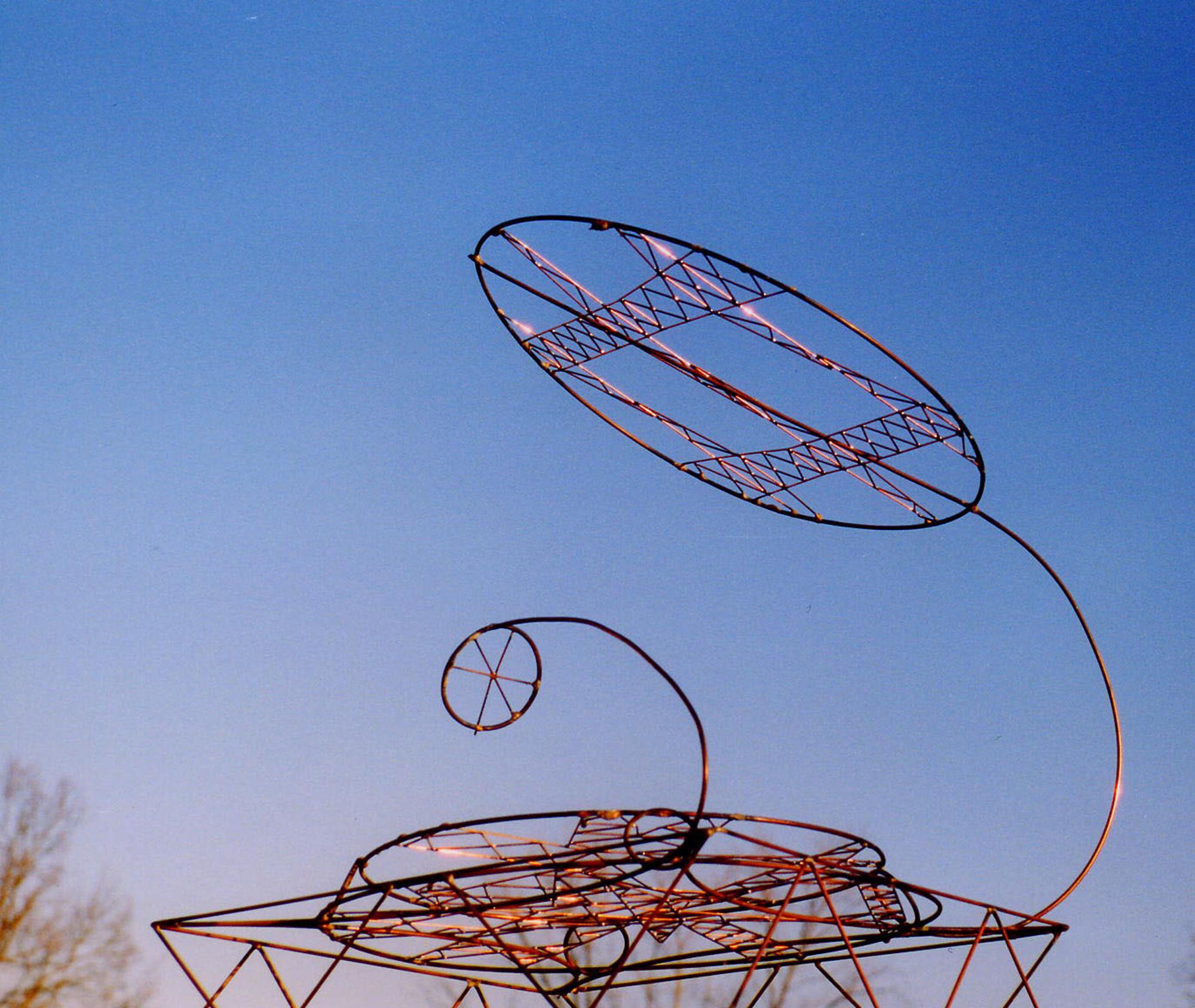 Disc, multi-pylon sculpture